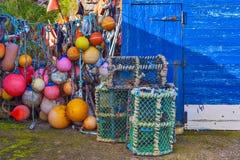 Pièges nets de mollusques et crustacés de maille au port maritime Photographie stock