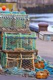 Pièges nets de mollusques et crustacés de maille au port maritime Photos libres de droits