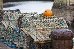 Pièges nets de mollusques et crustacés de maille au port maritime Photographie stock libre de droits