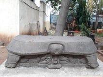 Piédestal antique de kurma de ruine à reposer photo stock