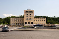Piédestal, où tenu la statue d'Enver Hoxha à Tirana Photographie stock