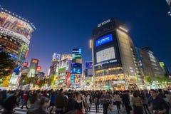 Piétons au croisement de Shibuya, Tokio, Japon Photographie stock libre de droits