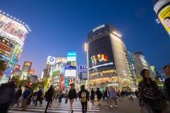 Piétons au croisement de Shibuya, Tokio, Japon Photo stock
