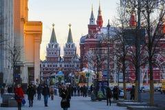 Piétons sur la rue à un centre de Moscou photos libres de droits
