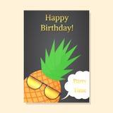Piña con los vidrios del partido Postal del feliz cumpleaños Imágenes de archivo libres de regalías