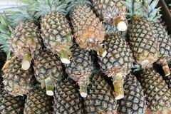 Piña fresca en mercado Fotografía de archivo libre de regalías