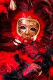 Piórkowy czerwieni & czerni maskowy portret Fotografia Royalty Free