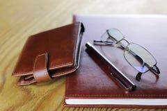Pióro portfla szkieł biznesowy notatnik obrazy stock