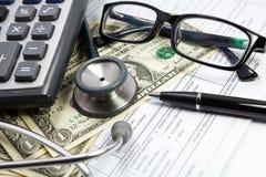 Pióro stetoskopu dolar i szkła Obraz Royalty Free
