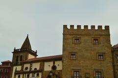 Più alta facciata del palazzo di Revillagigedo a Gijon Architettura, viaggio, feste, città fotografia stock