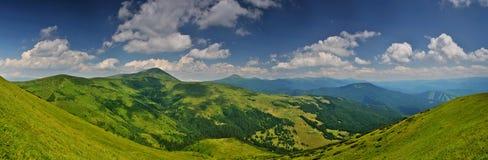Più alto panorama ucraino delle montagne immagine stock