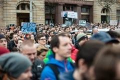 Più di 60 mila genti tengono un raduno antigovernativo a Bratislava, Slovacchia il 16 marzo 2018 Fotografia Stock