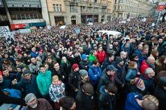 Più di 60 mila genti tengono un raduno antigovernativo a Bratislava, Slovacchia il 16 marzo 2018 Immagini Stock Libere da Diritti