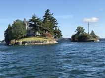 Più piccolo ponte internazionale in 1000 isole fotografia stock