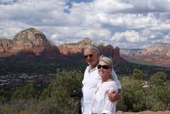 Più vecchie coppie che fanno un giro turistico Fotografia Stock Libera da Diritti