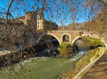 Più vecchio ponte romano Ponte Fabricio sul fiume del Tevere Roma, Italia - gennaio 2012 immagine stock libera da diritti