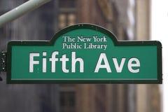 piąta avenue znak obraz stock