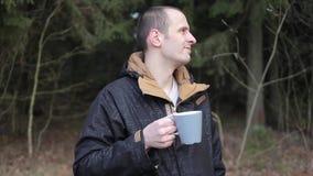 Pić herbaty w parku zdjęcie wideo