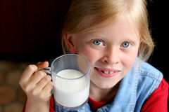 pić mleko obrazy royalty free