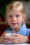 pić mleko zdjęcia stock