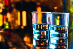 Pić szkła zakończenie na ciemnym tle zdjęcia royalty free