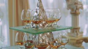 Pić szklaną ostrosłup stertę win szkła zdjęcie wideo