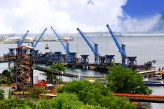 Pięć żurawi rozładunek na portu węglu Fotografia Royalty Free