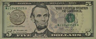 Pięć dolarów, pięć rubli Zdjęcie Stock