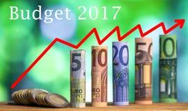 Pięć, dziesięć, dwadzieścia, pięćdziesiąt i sto euro staczających się rachunków bankn, Fotografia Stock