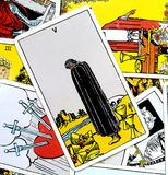 Pięć filiżanki Tarot karty straty żalu uraz Osieracający rozpacz Opłakuje smucenia stroskania serce Łamającego Głęboko ilustracja wektor