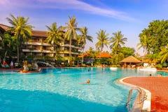 Pięć gwiazdowy hotelowy pływacki basen Fotografia Stock