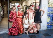 Pięć kobiet z typowymi kostiumami Andalucia w Hiszpania Fuengirol obraz royalty free