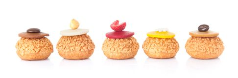 Pięć kolorów tortowy francuski ciasto odizolowywający obrazy royalty free