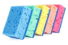 Pięć kolorowych kuchennych gąbek dla artykuły domycia zdjęcia stock