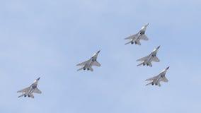 Pięć MiG-29 wojowników latający klin na zwycięstwo dniu Obrazy Royalty Free