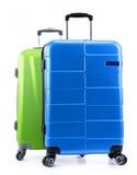 Pięć plastikowych walizek odizolowywających na bielu Obraz Stock