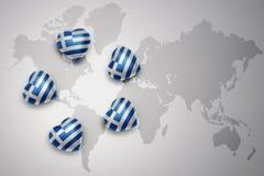 pięć serc z flaga państowowa Greece na światowej mapy tle Obraz Stock