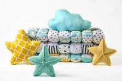 Pięcioramienna gwiazda kształtował poduszki i patchworku comforter na białym tle fotografia royalty free