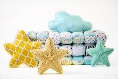 Pięcioramienna gwiazda kształtował poduszki i patchworku comforter na białym tle obraz stock