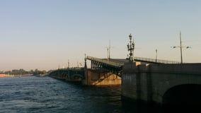 Piędź trójca mosta wzrosty zdjęcie wideo