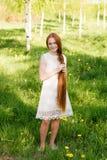 piękną dziewczynę złotowłosy czerwony Zdjęcia Royalty Free