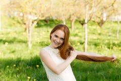 piękną dziewczynę złotowłosy czerwony Obrazy Royalty Free