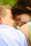 piękną parę szczęśliwy pocałunek. Zdjęcie Stock