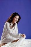 piękna łóżkowa kobieta zdjęcie royalty free