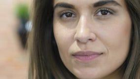 Piękna Łacińska dziewczyna Patrzeje w kamerze, twarzy Zamknięty Up Zdjęcie Stock