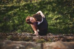 Piękna ślub para, dziewczyna, mężczyzna całowanie i fotografujący od above Obraz Stock