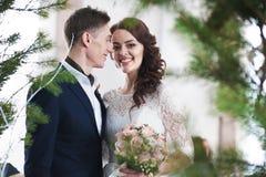 Piękna ślub para plenerowa Zdjęcie Royalty Free
