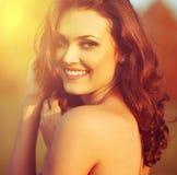 Piękna światła słonecznego dziewczyny portret. fotografia stock