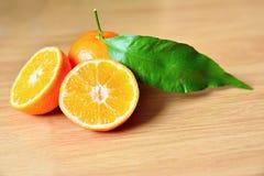 Piękna świeża owoc - tangerine na czystym tle zdjęcia royalty free