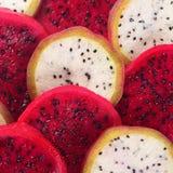 Piękna świeża pokrojona czerwieni i bielu smoka owoc Zdjęcia Royalty Free